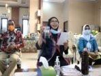 Sekdaprov-Sumut-R-Sabrina-membuka-dan-mengikuti-seminar-nasional-secara-virtual-yang-diselenggarakan-Forum-Alumni-HMI-Wati-Forhati-Wilayah-Sumut-di-Rumah-Dinas-Sekdaprov-S
